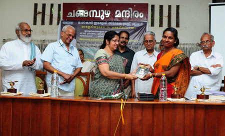 Jyothibai Pariyadath releasing CD of Edasseri Poems